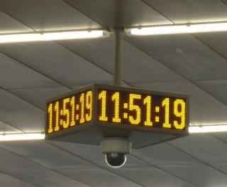 Obr. č.10: LED panel ve tvaru čtyřstranných hodin s kamerou - ELP Q524E.