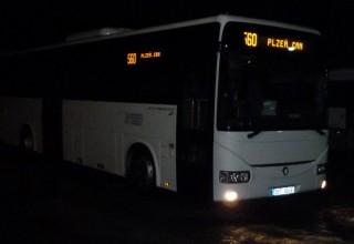 Obr. č.2: Informační LED panely na autobuse v noci
