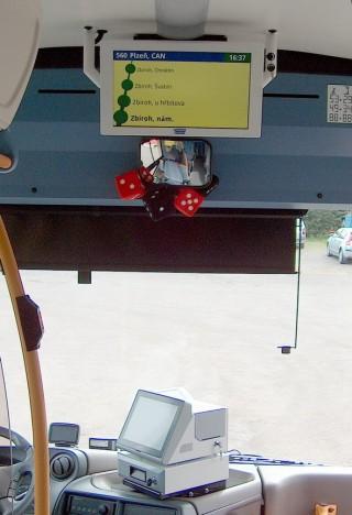 Obr. č.1: Odbavovací systém EPIS5FCC a jednostranný LCD panel pro cestující VCS 185A