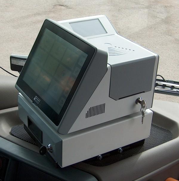 Obrázek 4: Vozidlová řídicí jednotka EPIS 5FCC splňující požadavky na komunikaci s moderním typem dispečinku.