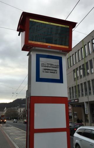 Obr. č. 6: Nadstavbový LCD označník - pohled z blízka.