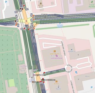 Демонстрация того, что видит транспортное средство общественного транспорта, когда в рамках V2X связи контроллеры перекрестков передают сигнальные планы (красный/зеленый для отдельных полос дороги – серый является цветом прибытия (подъездной дороги)), а цветные точки с цифрами обозначают присутствие транспортного средства городского общественного транспорта.