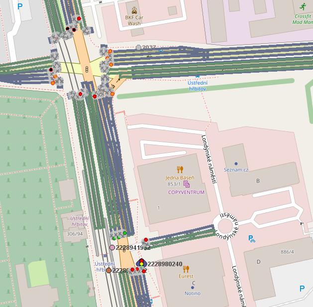 Obr. č.1: Stavy dvou křižovatek tak, jak je vidí vůz veřejné dopravy. Kromě aktuálního stavu se vysílá i stav budoucí včetně času, kdy začne. Je tak možné přizpůsobit rychlost jízdy a projet bez zastavení. Tmavě modré pásy jsou jízdní pruhy tak, jak jsou vysílány RSU na křižovatce.
