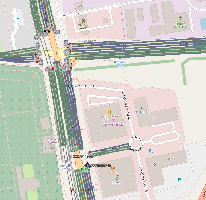 Obr. 4: Ukázka zobrazení zpráv MAP a SPAT na dvou křižovatkách dvou různých výrobců.